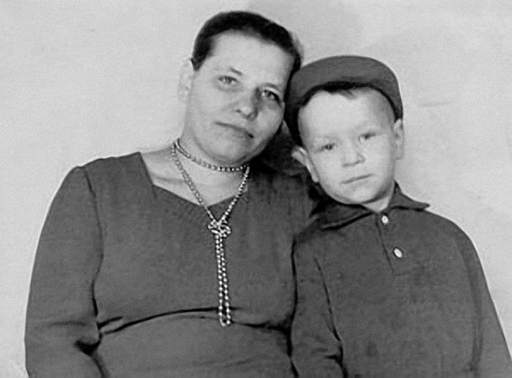 21. Валерий Кипелов с мамой