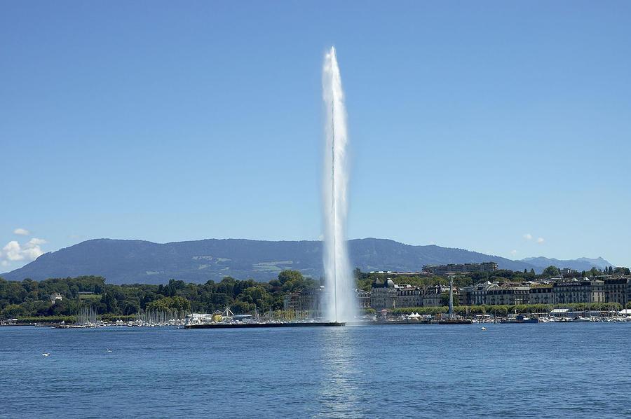 7. Фонтан Jet d'Eau (Женева, Швейцария) Самый экологичный фонтан в мире Jet d'Eau (Жет-д'О) — самый