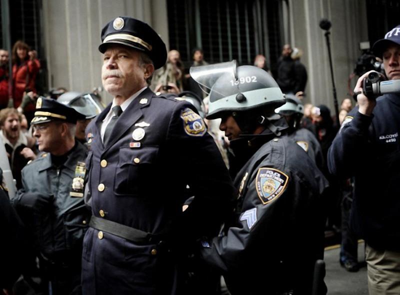 6. Отставной капитан филадельфийской полиции Рей Льюис арестован за участие в протестах на Уолл-стри