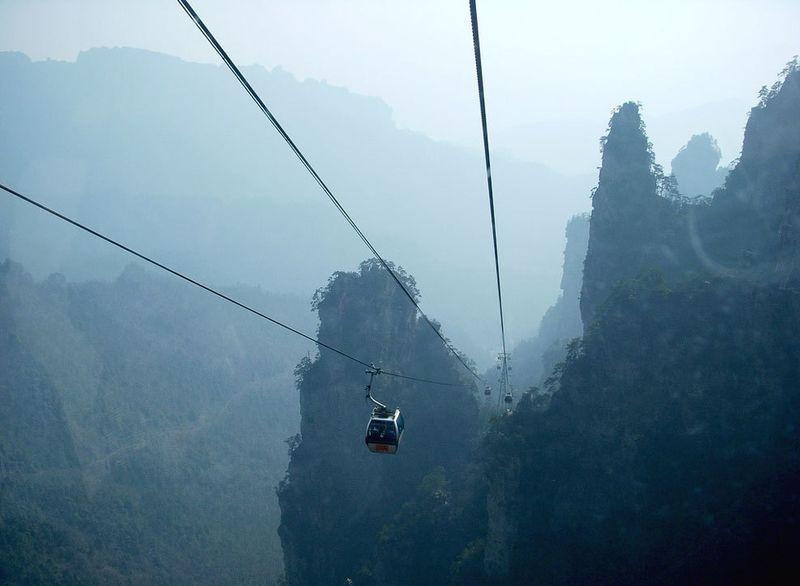 Те, кто все же рискнет преодолеть расстояние 7 455 м, увидят самую высокую в мире нерукотворную пеще