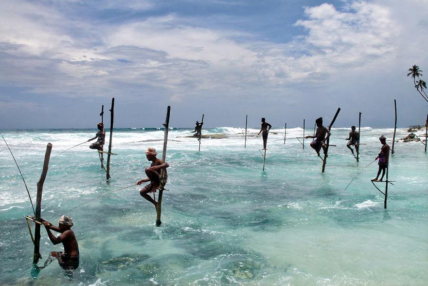 Рыбаки в деревне Ахангама, Шри-Ланка.