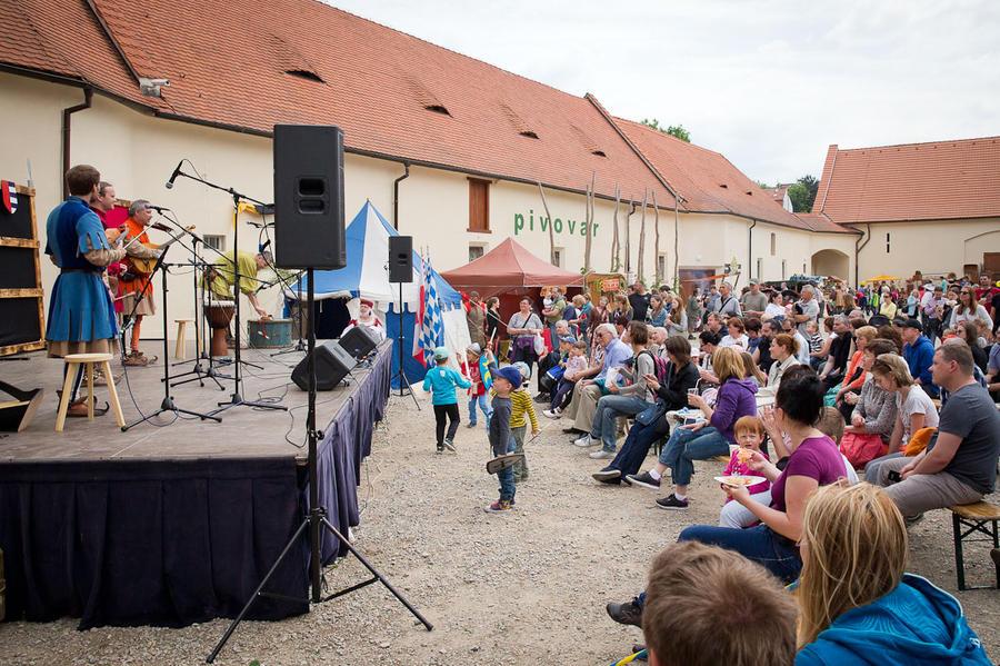 Cредневековая ярмарка в Бржевновском монастыре