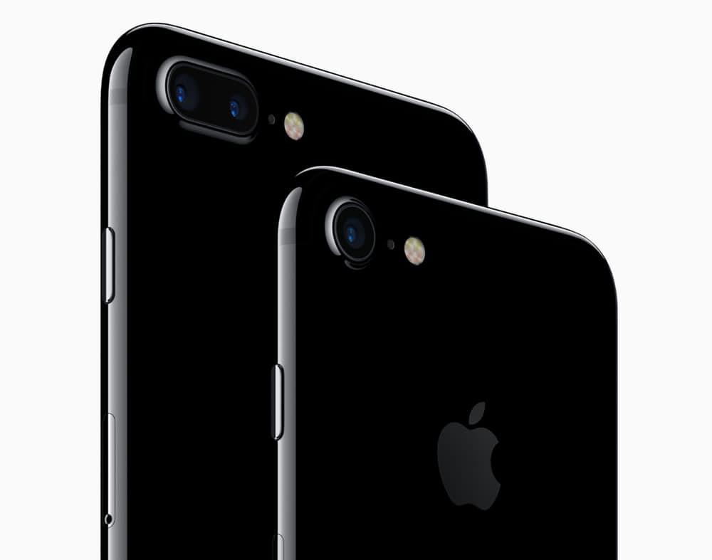 Черный глянцевый. iPhone 7 вышел в двух вариантах корпуса – черном матовом и черном глянце. Гл