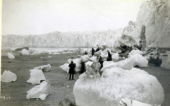 Ледник Муир и впадина Муир, Аляска — 2005 Ледник, который когда-то отделился от своего массивного ле