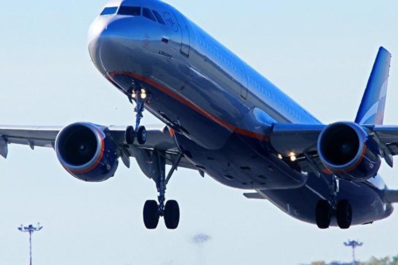 ВСеть попало видео массовой потасовки пассажиров наборту самолета Бейрут