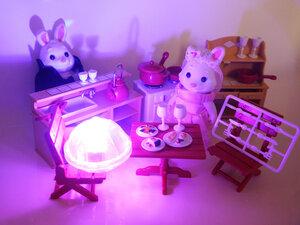 Игрушечный домик с мебелью и посудой Happy Family 012-10