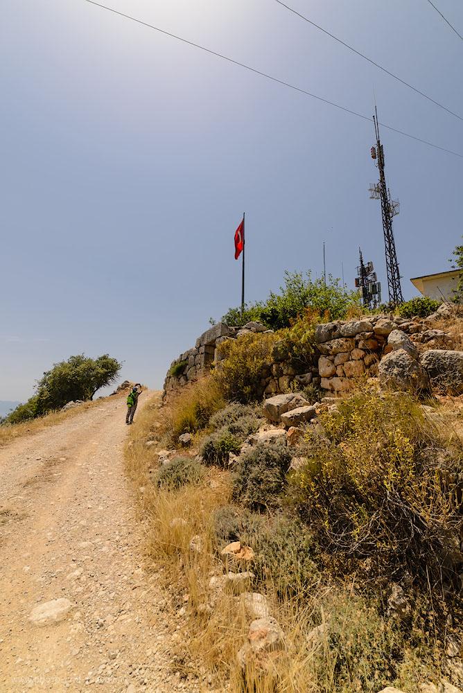 Фото 9. Подъем на вершину Чалыш (Çalış Tepe), которую туристы, отдыхающие в Кемере, называют «Горой с флагом». 1/500, -1.0, 8.0, 100, 14.