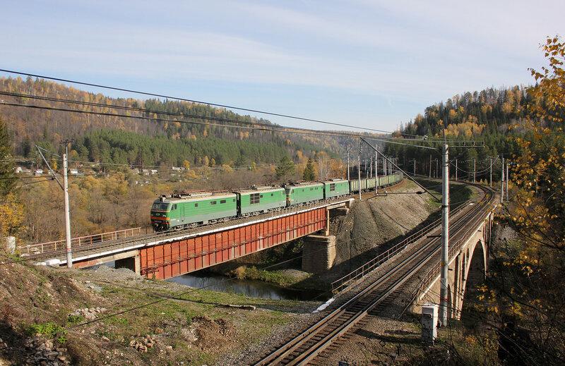 ВЛ10К-352 на перегоне Симская - Биянка, мост через реку Сим