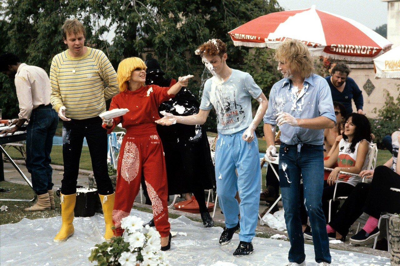 1979. Рик Уэйкман, Тойа Энн Уиллкокс и Рик Парфитт на программе Тисвас