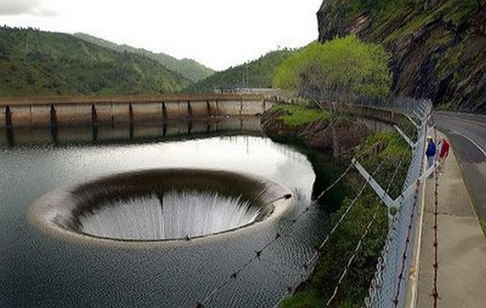 Самый огромный водосток на нашей планете расположен в Северной Каролине, США. Он был создан людьми 5