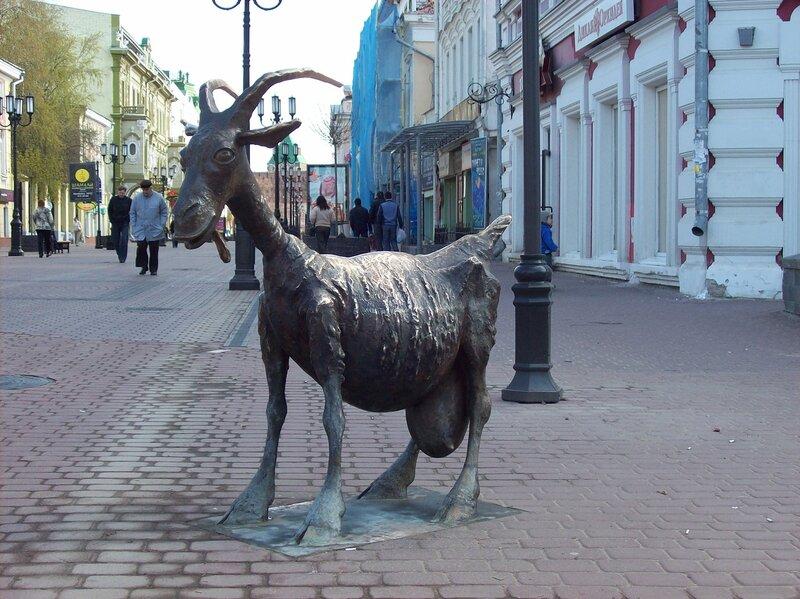Весёлая коза (скульптура)