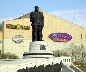 Памятник маршалу Жукову в Омске