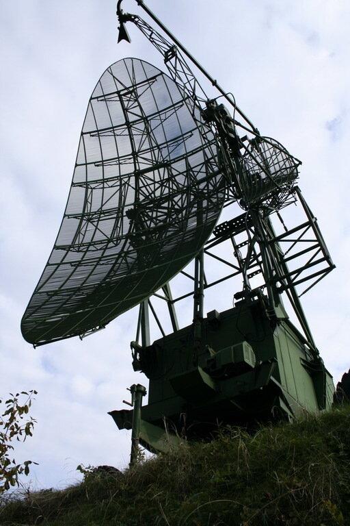 1. Подвижный радиовысотомер ПРВ-13М2 (его приемо-передающая кабина).  Антенна сканировала луч в...