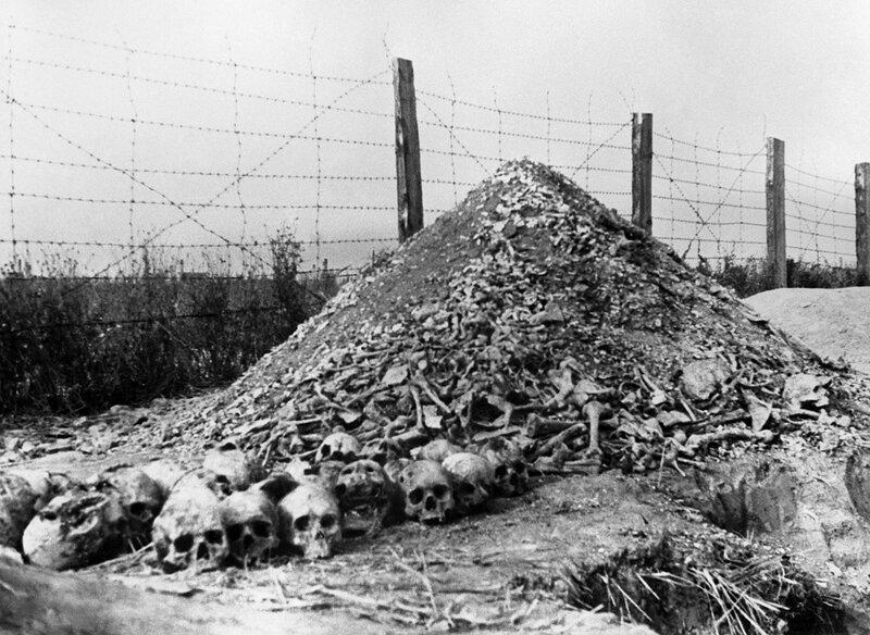«Правда», 17 декабря 1944 года, Останки людей, сожженных гитлеровцами в концлагере Майданек