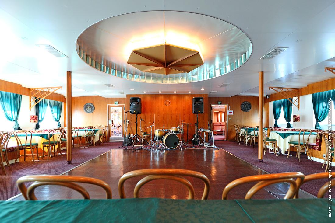 теплоход Фурманов ресторан-бар на шлюпочной палубе