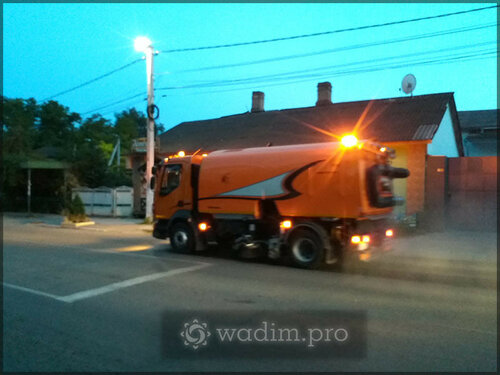 Осторожно, спецтехника! Уборка улиц в Бельцах