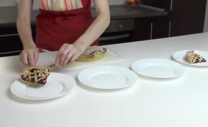 Вишневый пирог   видеорецепт от Жанны