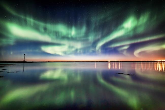 Оптимальное время, чтобы увидеть огни внебе, приходится наболее холодные месяцы ? ссередины сентя