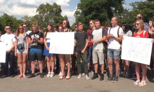 идиотам нет покоя акция в луганске