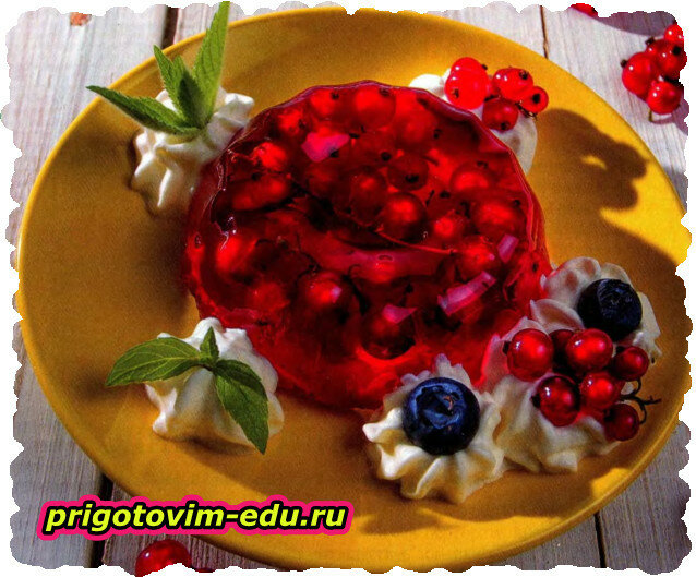 Летнее желе с ягодами смородины