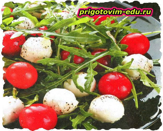 Салат из помидор и сыра «Ленивый каприз»
