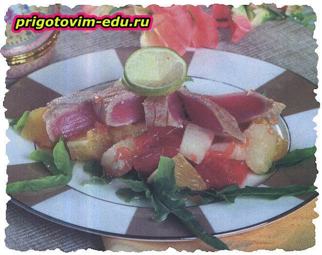 Тунец в имбирном соусе с салатом