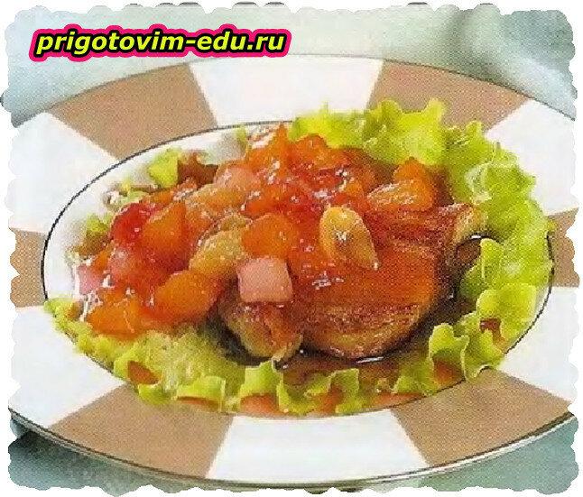 Свиная корейка с фруктами в вине