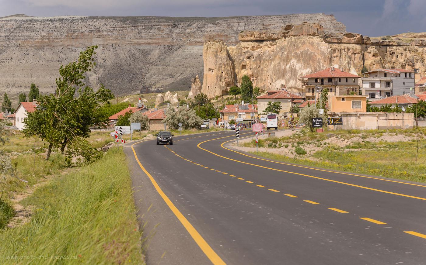 Фотография 5. Так выглядит бесплатная дорога в небольшом селении в Турции. 1/400, -0.33, 8.0, 100, 155.