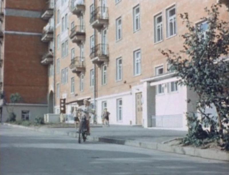 1961-62_Во дворе Красных домов.jpg
