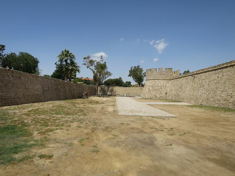 Фамагуста. Крепость. Ров вдоль южной стены