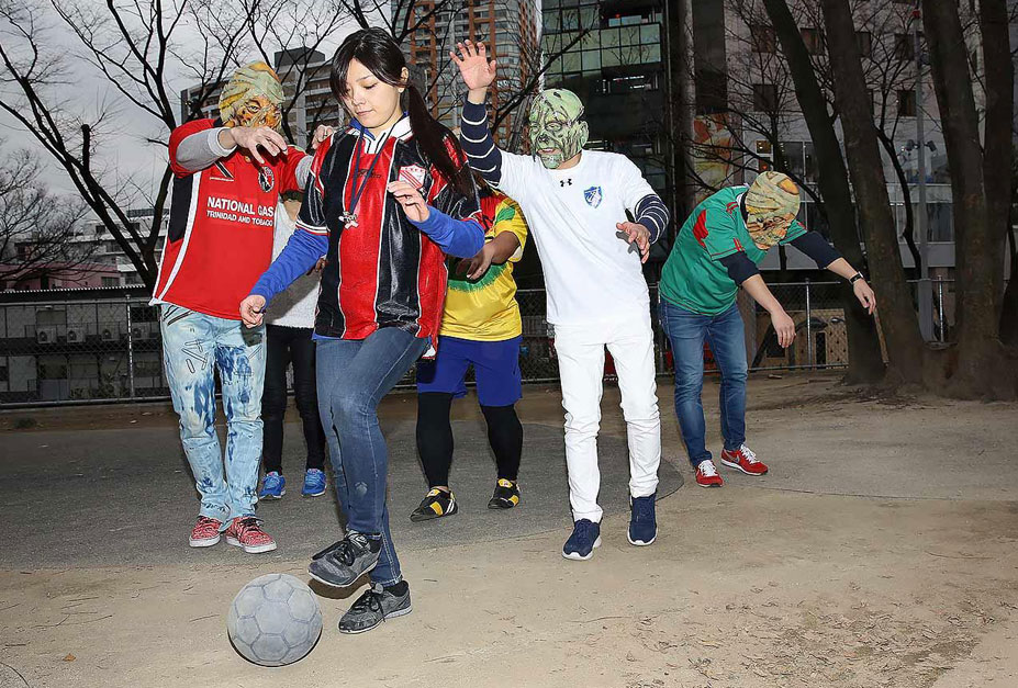 странные виды спорта - Зомби-футбол