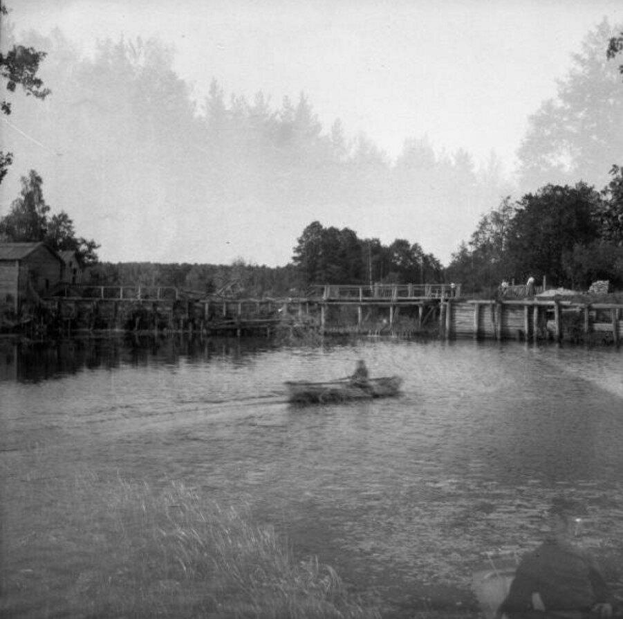 1904. Вид на мостик в Путяевском парке