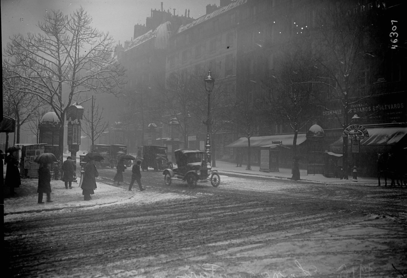 1916. Город в снежную непогоду