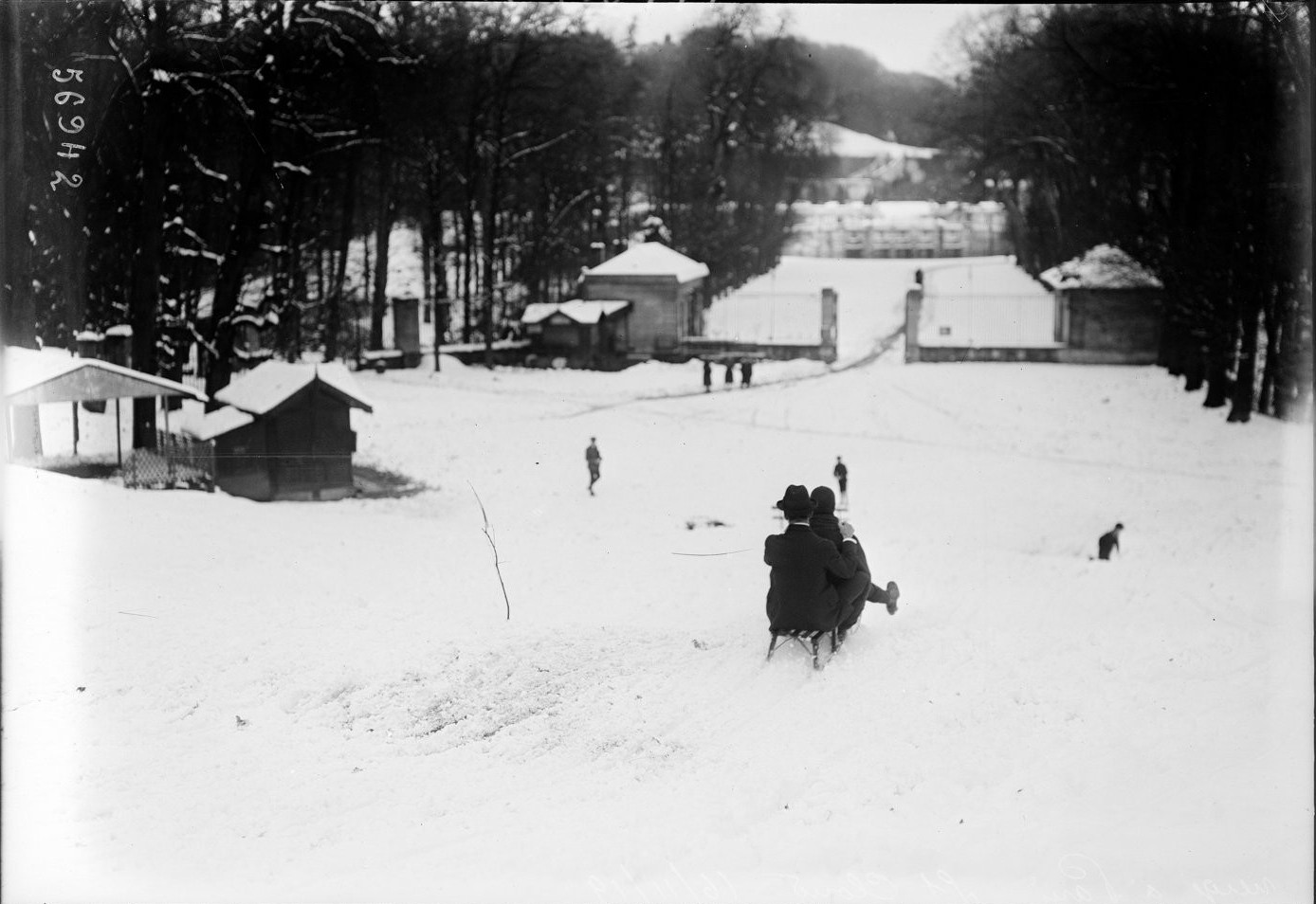 1919. Санки в Сен-Клу