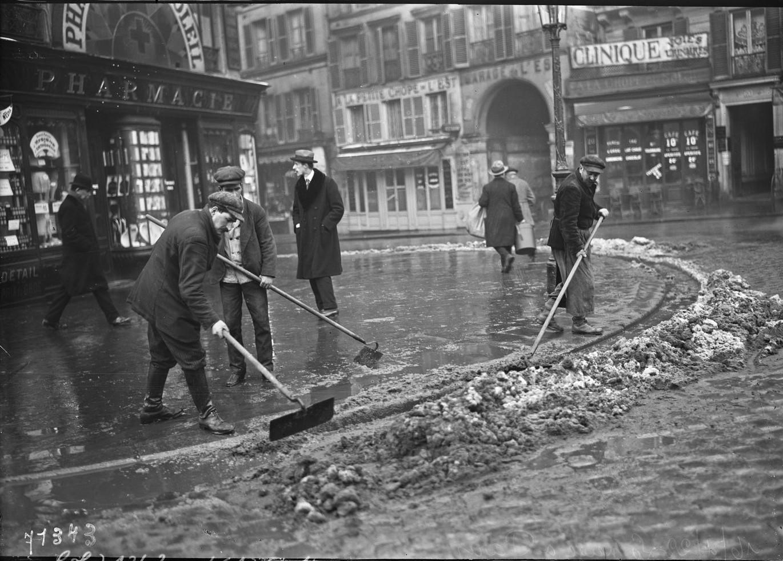 1922. Уборка снега на рю де ла Фиделити,  январь