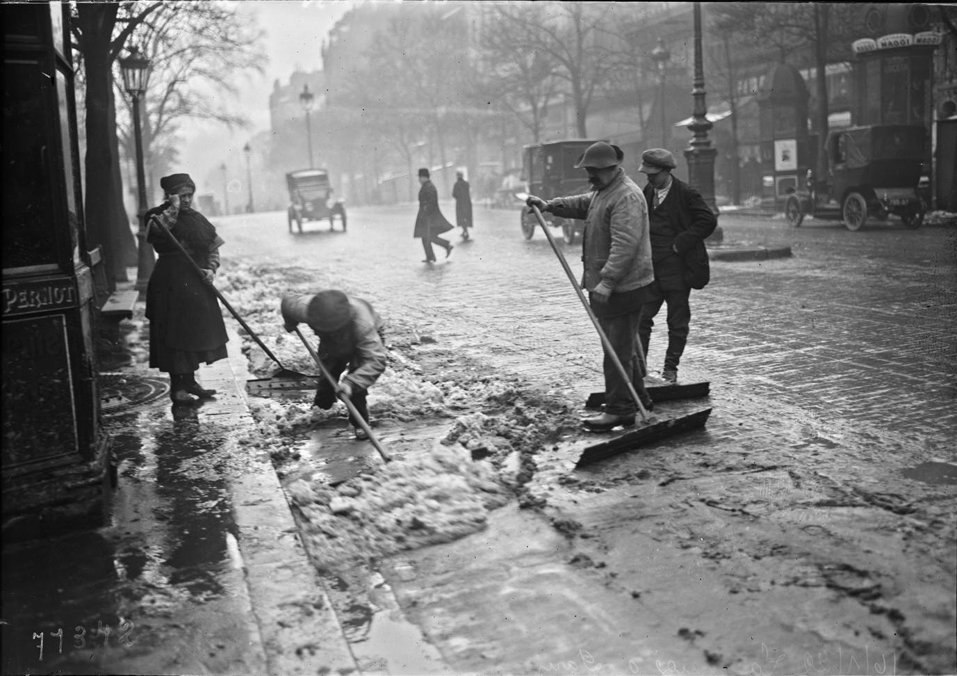 1922. Уборка снега. январь