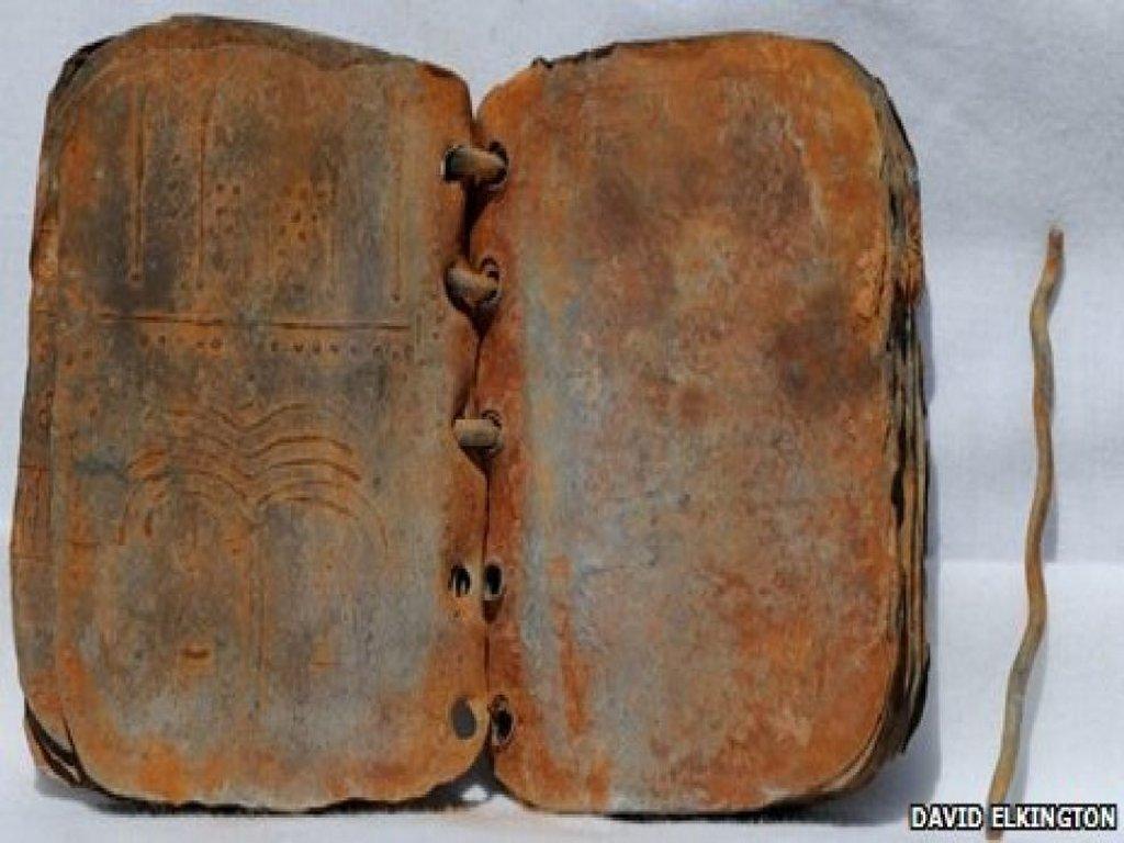 2000-летние книги об Иисусе из свинца