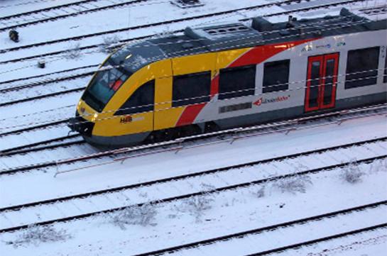 Снеговик напутях причинил вред  поезду вГермании