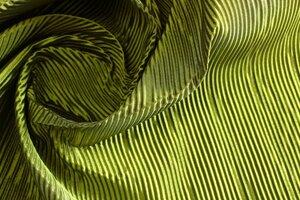 ИВЗ159 1100руб-м Ткань с жатым объемным эффектом для пошива курток,жакетов,летних пальто,пышных юбок и платьев,цвет салатово-черный,ткань мягкая,приятная,пластичная,чуть держит форму,шир1,40м, пэ 100%