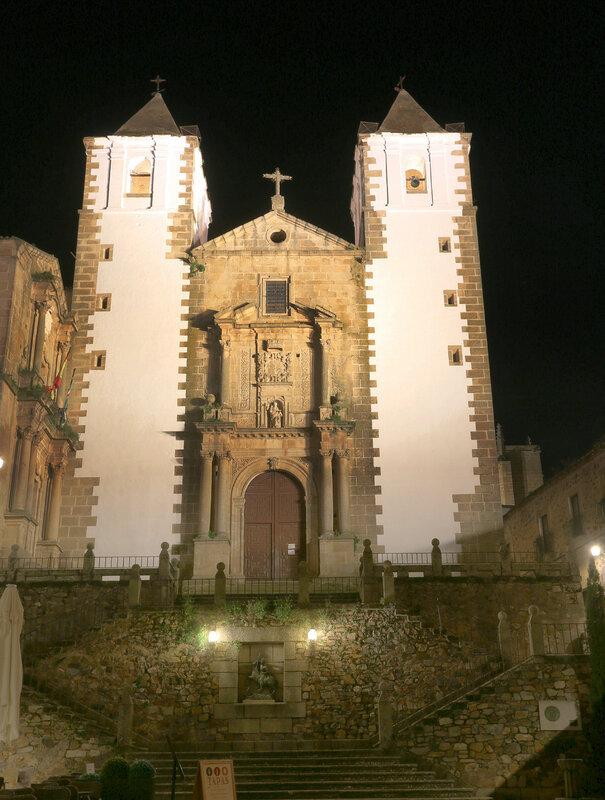 Night Cáceres