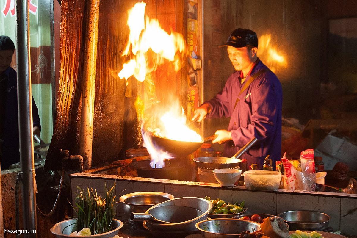 11. Китайцы добавляют в свои блюда пряности, после которых еда становится невкусной.