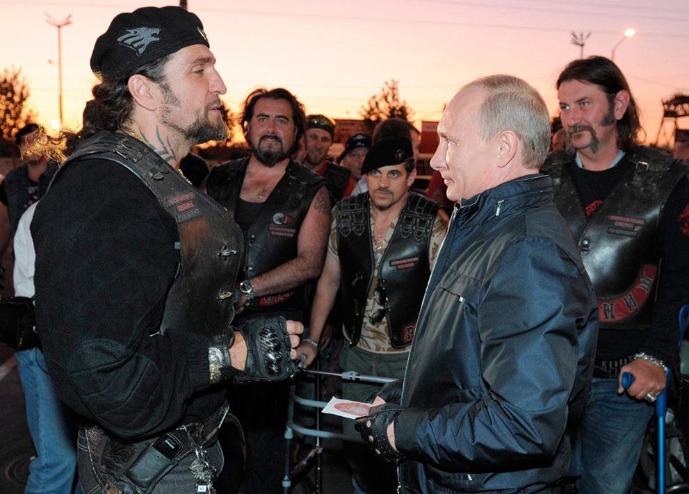 13. Путин и волки. Ой, простите! Это фото попало сюда совершенно случайно.