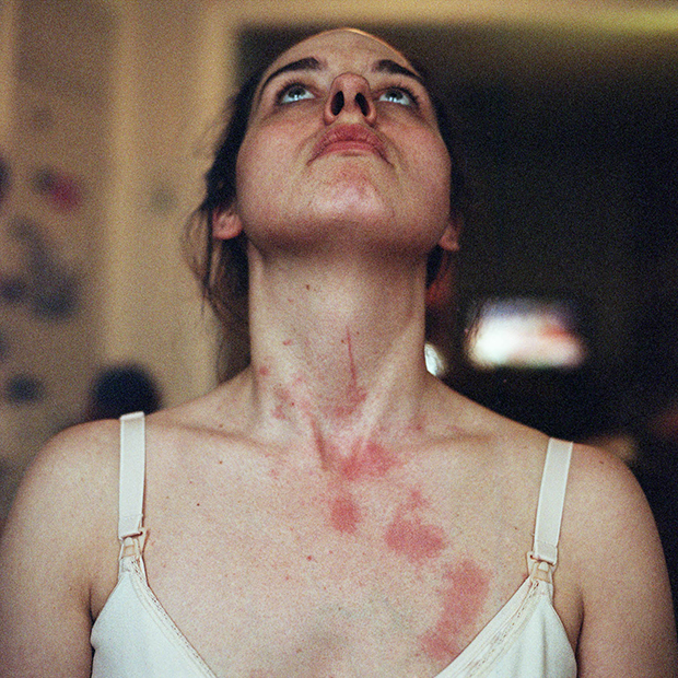 Фотограф очень откровенно рассказала о материнстве и кормлении грудью (11 фото)