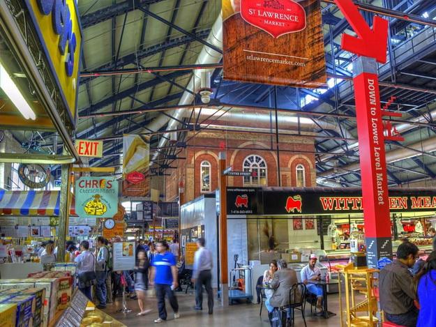 Большой базар (Стамбул) Этот рынок, безусловно, целиком оправдывает свое название. Зародивши