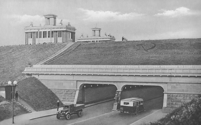 Судоходный мост, построенный на 42 км канала им. Москвы в 1937 году. Канал им. Москвы начали строить