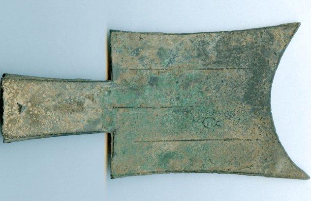 5. Монеты-лопаты династии Чжоу, Китай, 1122 год до н.э. – 5—год н.э. Был случаи, когда монеты выпуск