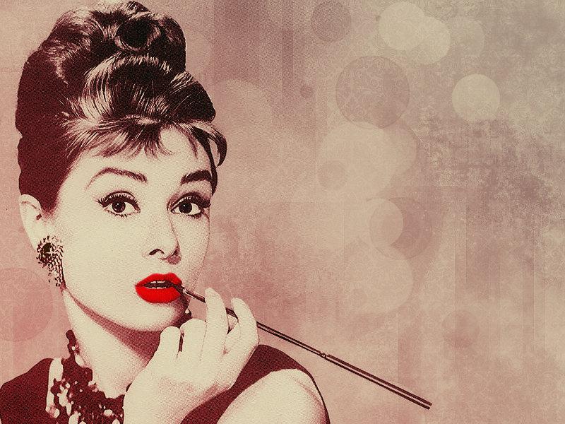Фотографы боролись за право провести фотосессию привлекательной британской актрисе.