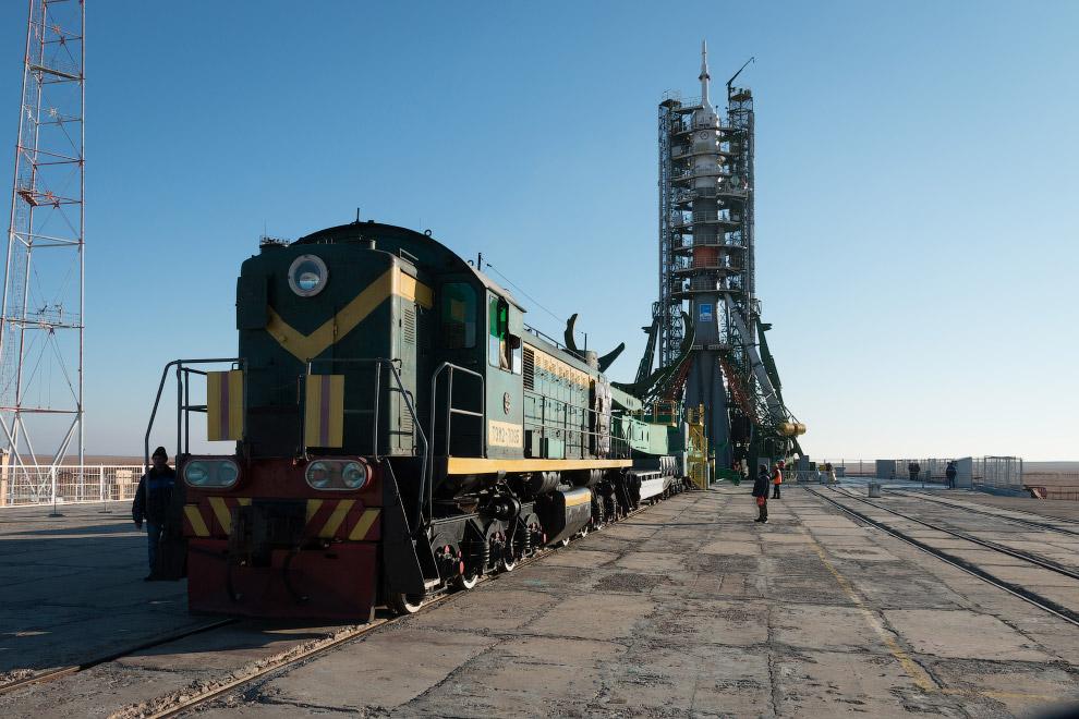 5. Технологические фермы (башни) обеспечивают жесткое закрепление ракеты в вертикальном положен