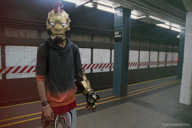 Кроссовки надо носить на голове, считает американский дизайнер (9 фото)