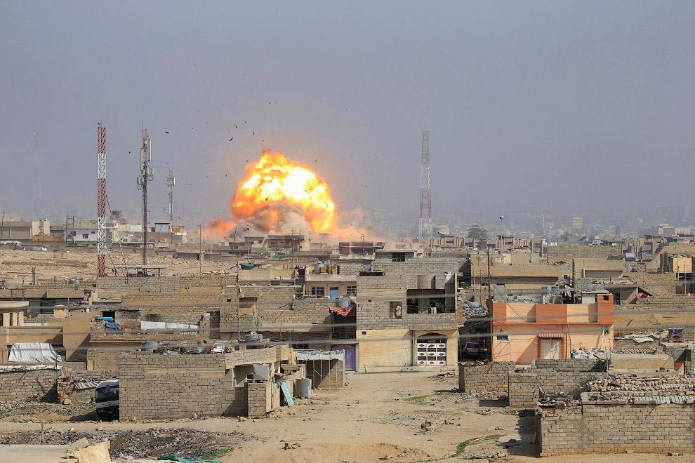 18. Колонна танков и бронемашин 34-й бригады иракской армии. (Фото Aris Messinis):